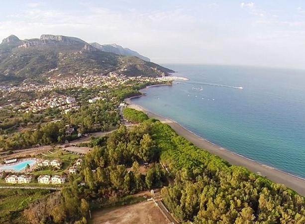 Marina Torre Navarrese Resort Nave + Hotel / Villaggio
