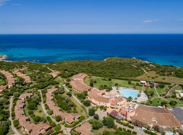Sant'Elmo Beach Hotel Nave + Hotel / Villaggio