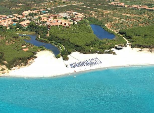 Cala Ginepro Hotel Resort Nave + Hotel / Villaggio