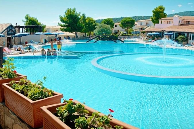Cala Gonone Beach Village Nave + Hotel / Villaggio