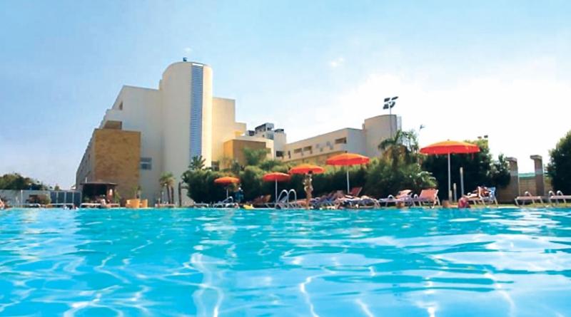 Hotel Club Capo Peloro Nave + Hotel / Villaggio