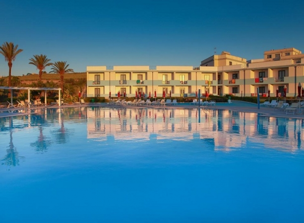 Club Esse Selinunte Beach Nave + Hotel / Villaggio