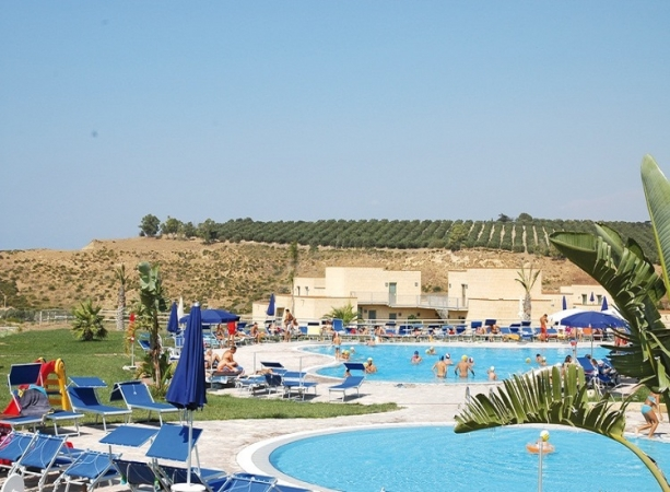 Menfi Beach Resort Nave + Hotel / Villaggio