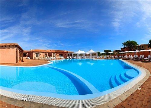 Villaggio Borgo dei Pescatori Nave + Hotel / Villaggio